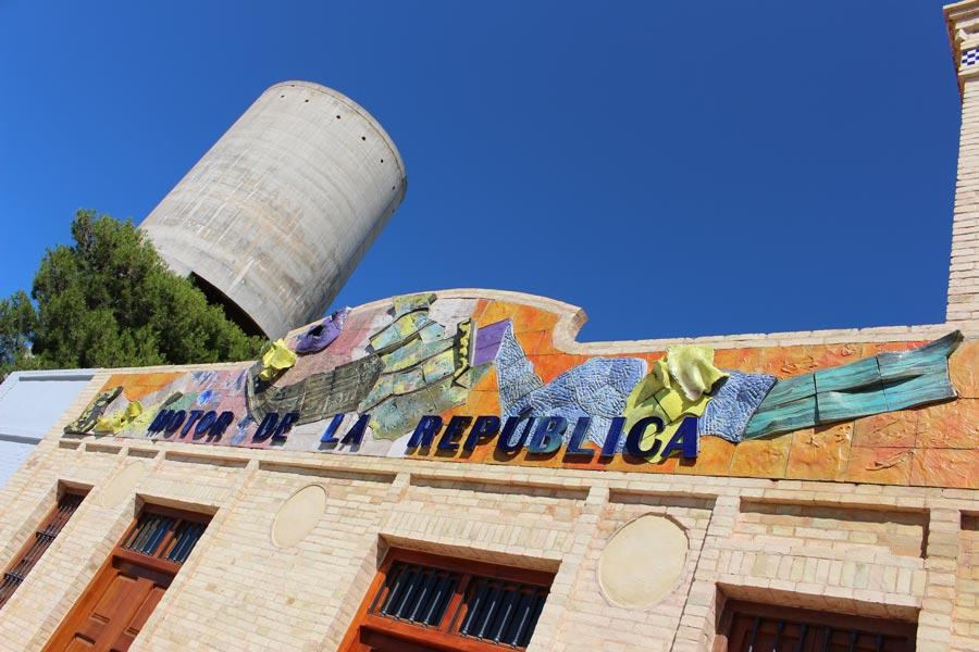Juan Olivares - Mural cerámico motor de la república en Catarroja